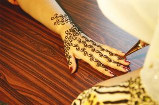 20060727191648-henna-sangeetas-hand.jpg